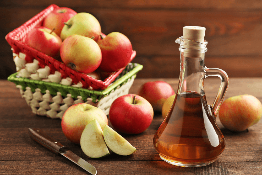 apple cider vinegar in jar and apple pieces