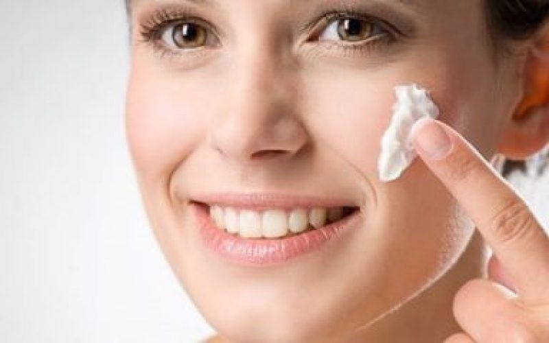 applying foam on face